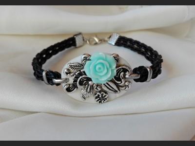 Vintage Style Flower Bracelet - blue