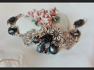 Victorian Style Dark Blue Pearl Flower Bracelet