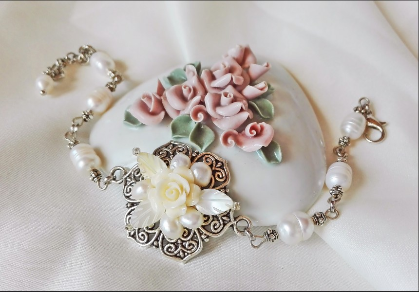 Victorian Style Pearl Flower Bracelet
