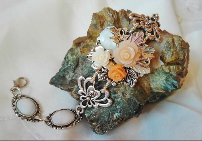 Shell Rose Victorian Style Bracelet