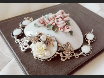 Victorian Style Mother of Pearl Flower Bracelet
