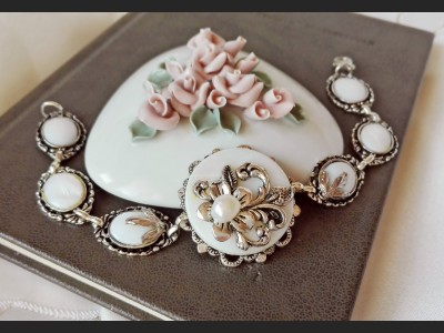 Victorian Style Mother of Pearl Bracelet