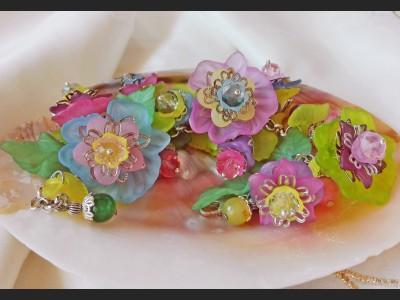 Lucite Summer Flower Bracelet