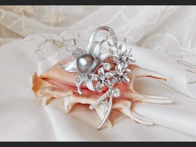 Vintage Style Grey Pearl Necklace - Brooch