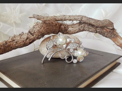 Elegant Pearl and Crystal Brooch