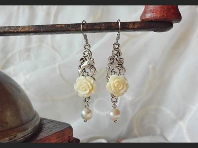 White Flower Pearl  Earrings