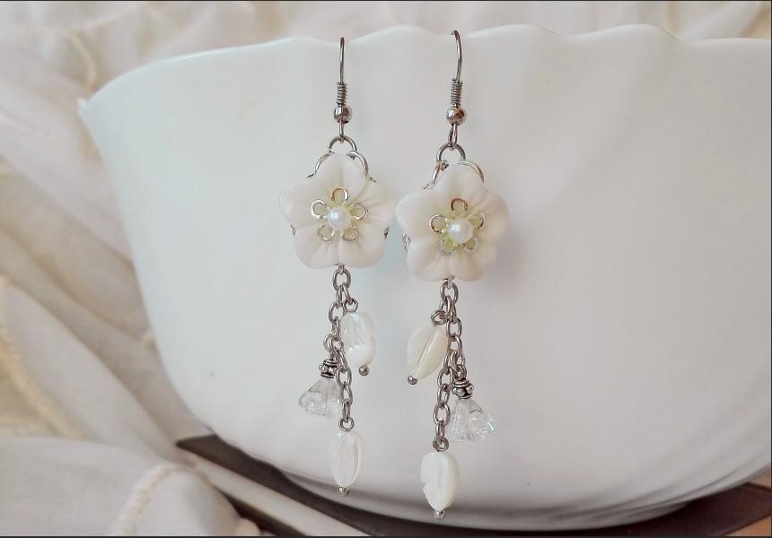Mother of Pearl White Shells Flower Earrings