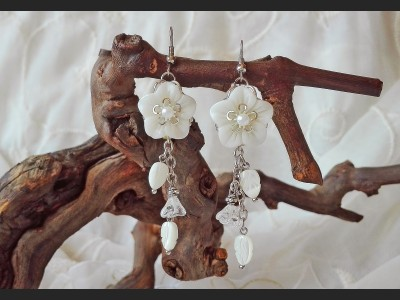 Mother of Pearl White Shells Flower Earrings