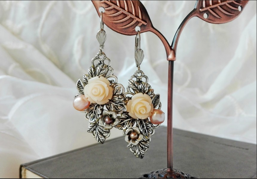 Art Deco Beige Rose Earrings