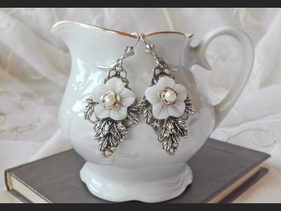 Art Deco Mother of Pearl Flower Earrings