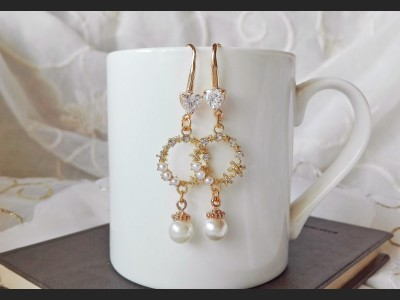 White Crystal and Pearls Wedding Earrings