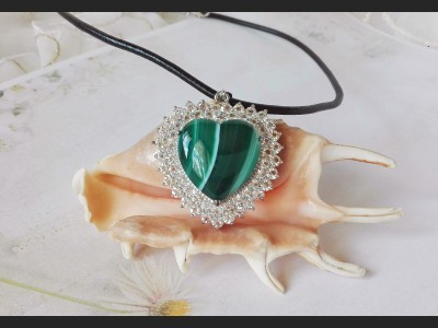 Green Agate and Rhinestones Heart Necklace