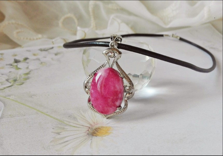 Vintage Style Jade and Rhinestone Necklace