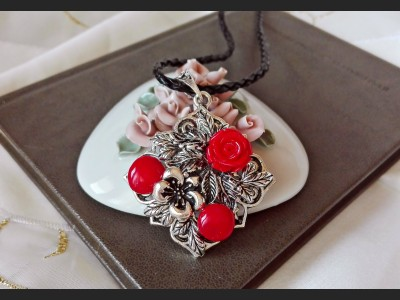 Vintage Style Coral Necklace