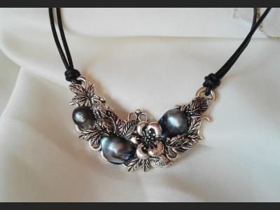 Dark Blue Vintage Pearl Necklace