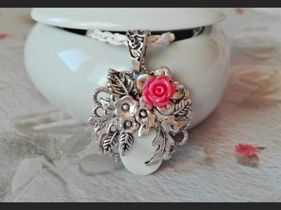 Victorian Style Rose Necklace