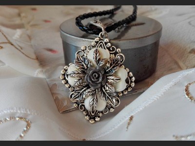 Shell Vintage Style Necklace