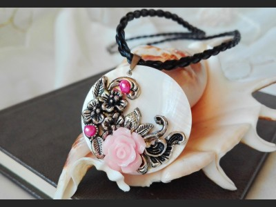 Pastel Pink Flower Romantic Necklace