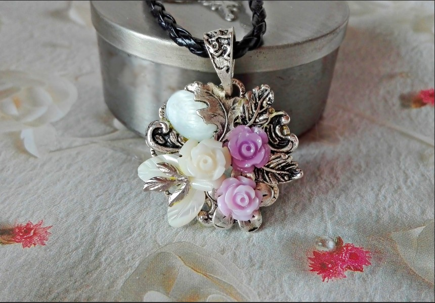 Shell Rose Necklace