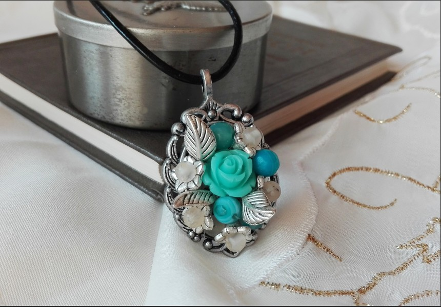 Agate Flower Necklace