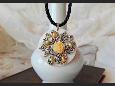 Shell Flower Vintage Necklace