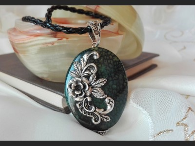 Green Agate Vintage Necklace