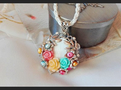 Victorian Style Pearl Flower Necklace