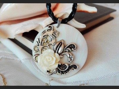 Romantic Rose Flower Necklace