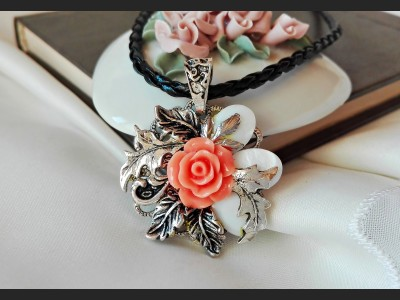 Vintage Style Orange Rose Necklace