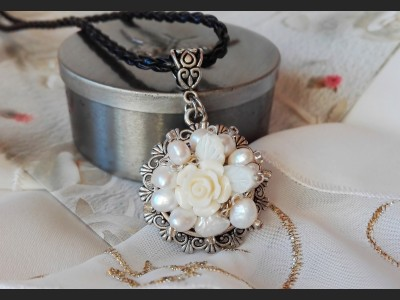 Vintage Style White Pearl Necklace