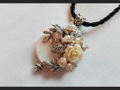 Victorian Style Flower Pearl Necklace