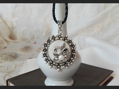 Victorian Style Pearl Cameo Necklace