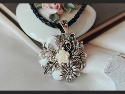 Shell White Rose Necklace