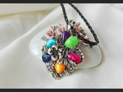 Rainbow Mother of Pearl Shell Vintage Necklace