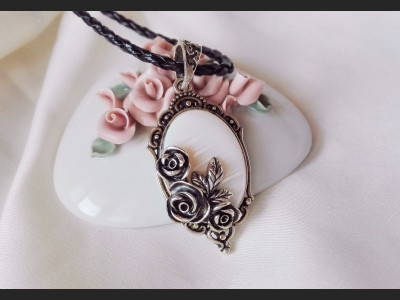 Victorian Style Shell Cameo Necklace