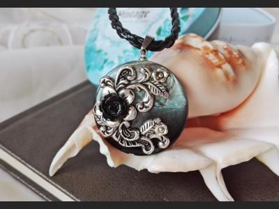 Black Shell Victorian Pendant