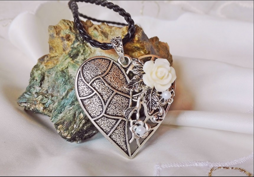 Vintage Style Heart Necklace