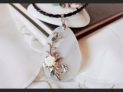 White Agate Vintage Necklace