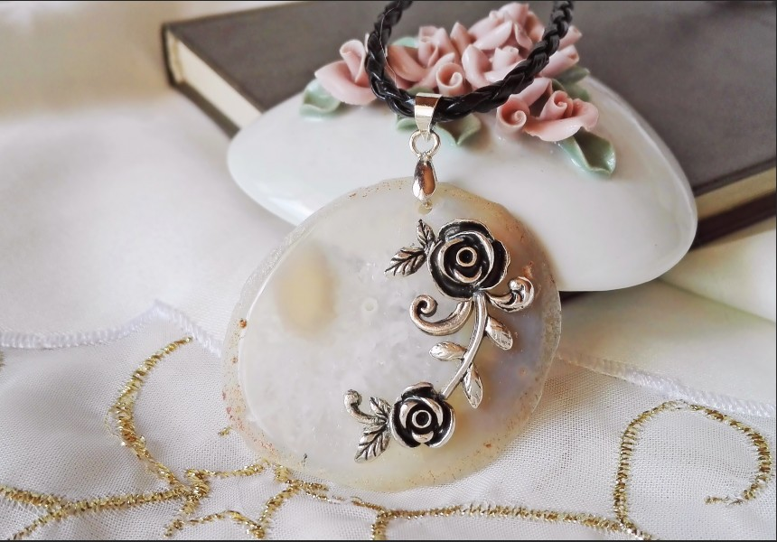 Beige Agate Vintage Style Necklace