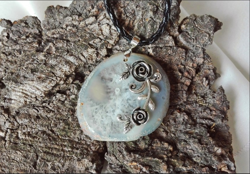 Beige Agate Vintage Style Necklace