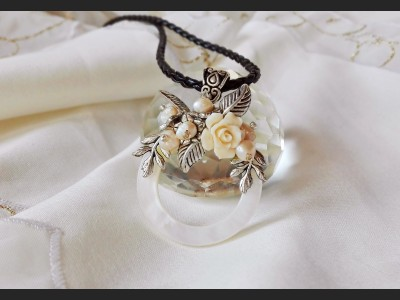 Victorian Style Shell Flower Pendant