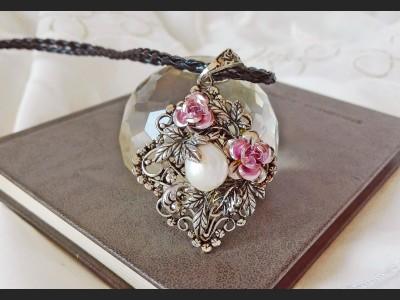 White Pearl Art Deco Necklace