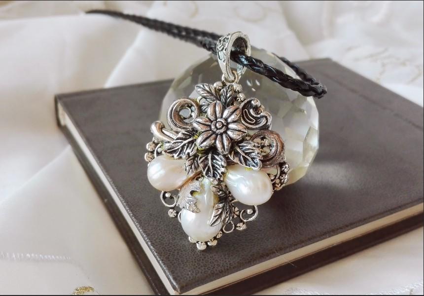 Art Deco White Pearl Necklace