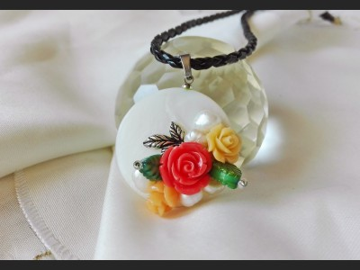 Romantic Pearl Rose Necklace