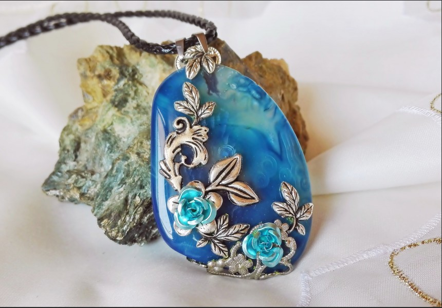 Agate Vintage Flower Necklace