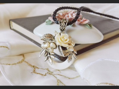 Victorian Shell Flower Necklace
