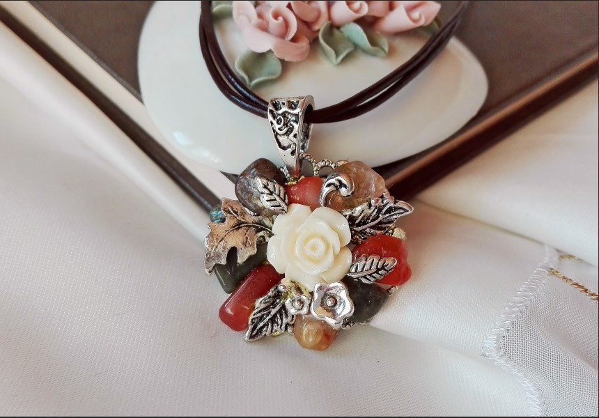 Agate Autumn Flower Necklace