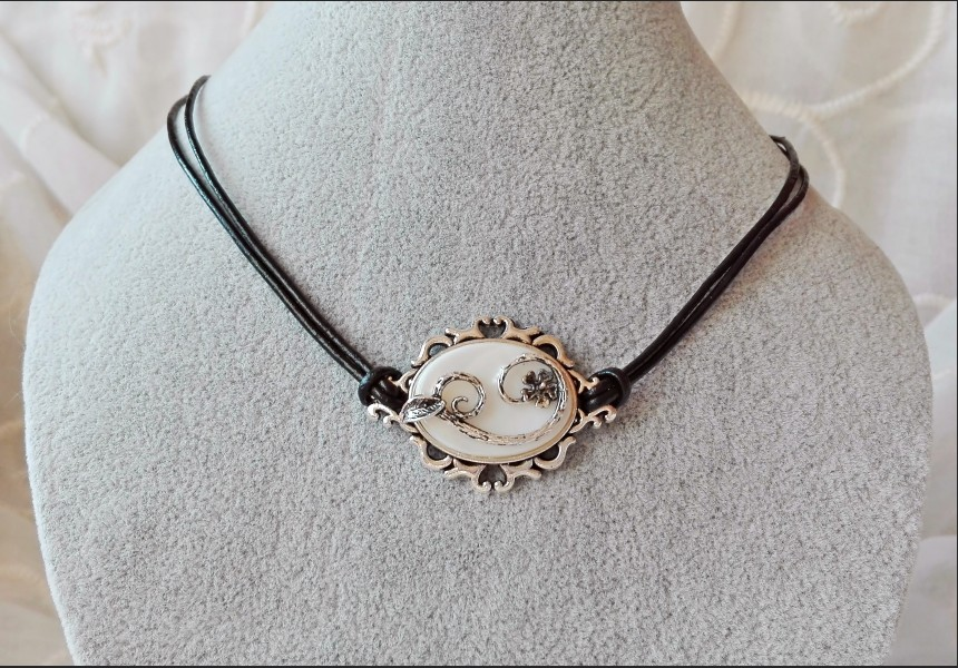 Mother of Pearl Victorian Choker Necklace