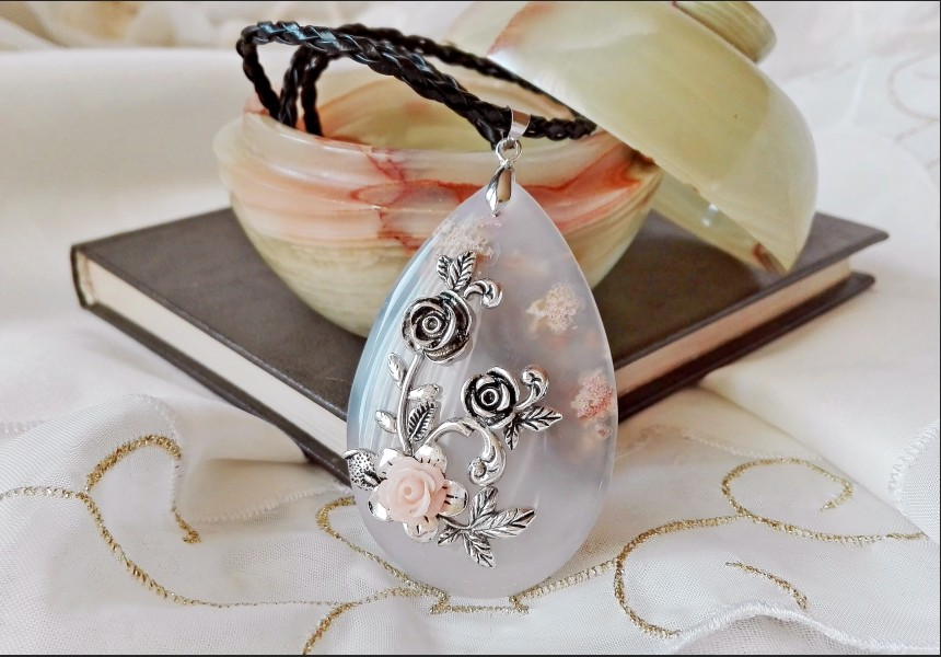 Victorian Light Gray Agate Necklace