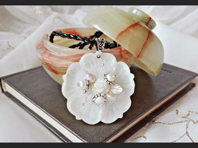 Mother of Pearl Shell Flower Necklace